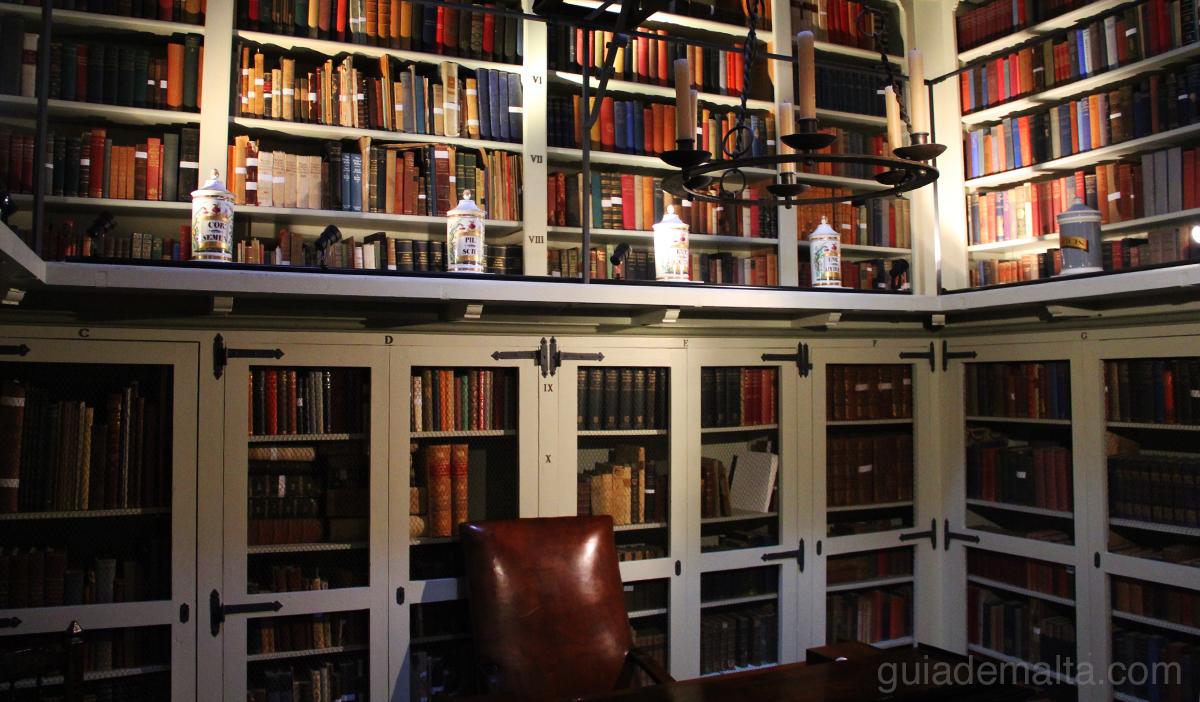 biblioteca-palazzo-falson
